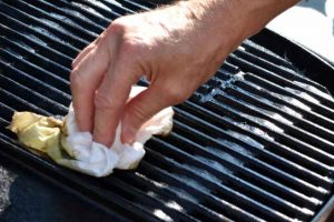 cleaning charcoal grill